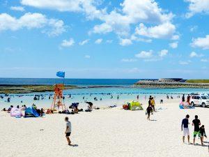 実は、会場から直接ビーチに出れる!イベントが終わったら海だ!人工ビーチだけど…、そのぶん砂、キレイ